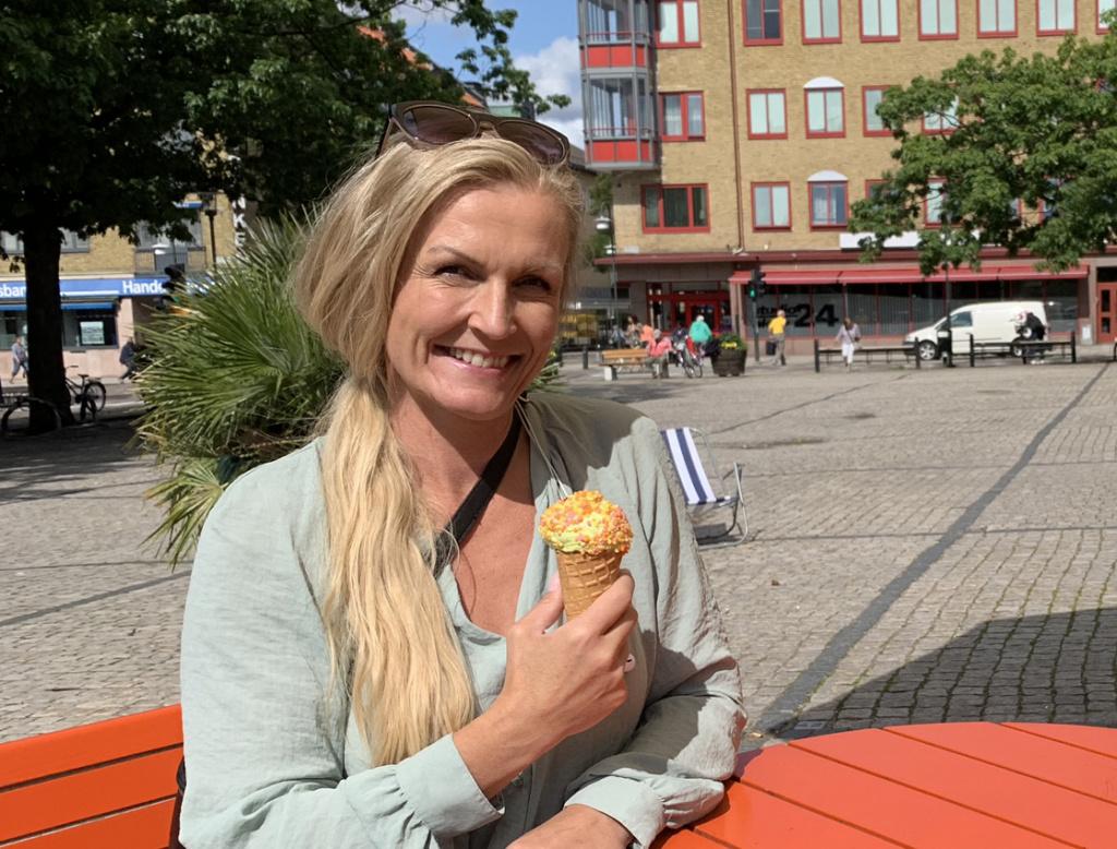 Centrumledaren Cecilia Reinholdsson på Stora torg i Eslöv
